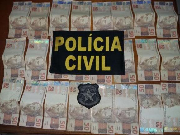 Dois são presos em Uruará com 24 notas de R$ 50 falsas. Leia no meu blog http://joabe-reis.blogspot.com.br/2015/10/dois-sao-presos-em-uruara-com-24-notas.html