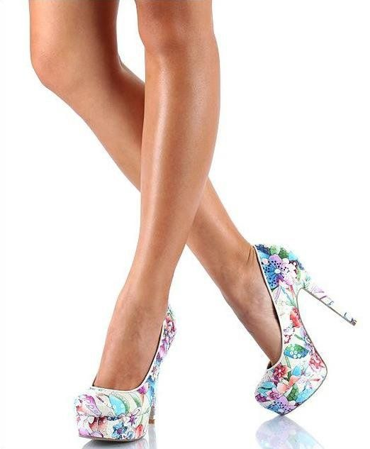 Gorgeous heels  Get coupon codes to shoes.com here >> http://www.thriftymoment.com/shoescom