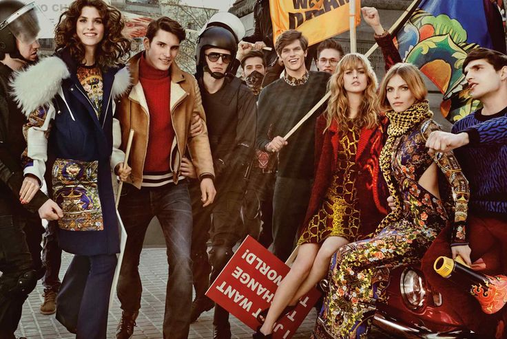 Just Cavalli - Confira a campanha da marca Roberto Cavalli: o tema das manifestações de rua dão o tom da campanha: Atitude, provocação e é claro, muito luxo despojado.