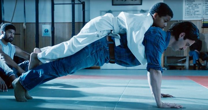 Tuesday night'sThis Is Usfeatured an touching moment between Randall (Sterling K. Brown) and his father Jack (Milo Ventimiglia). Jack took Randall to a dojo and the instructor had Jack do push-ups with Randall on his back to show Randall he is his support.