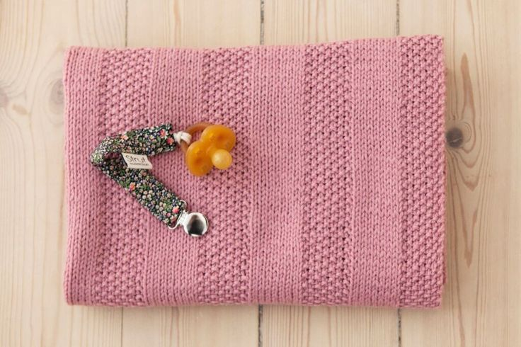 nemt strikket babytæppe - mos tæppet