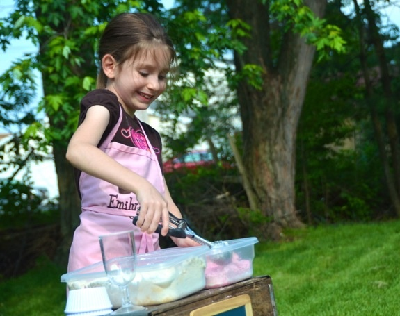I have been looking for something that children could use an ice cream scooper with since that is what they have to use to dip out their lunch. This is perfect and the recipe is in the article. Cloud Dough Ice Cream Shop from Inner Child Fun: Baby Oil, Dip, Cloud Dough, Ice Cream Shops, Craft Ideas