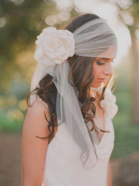 Recycler un morceau de tulle en headband de mariage retro bohème
