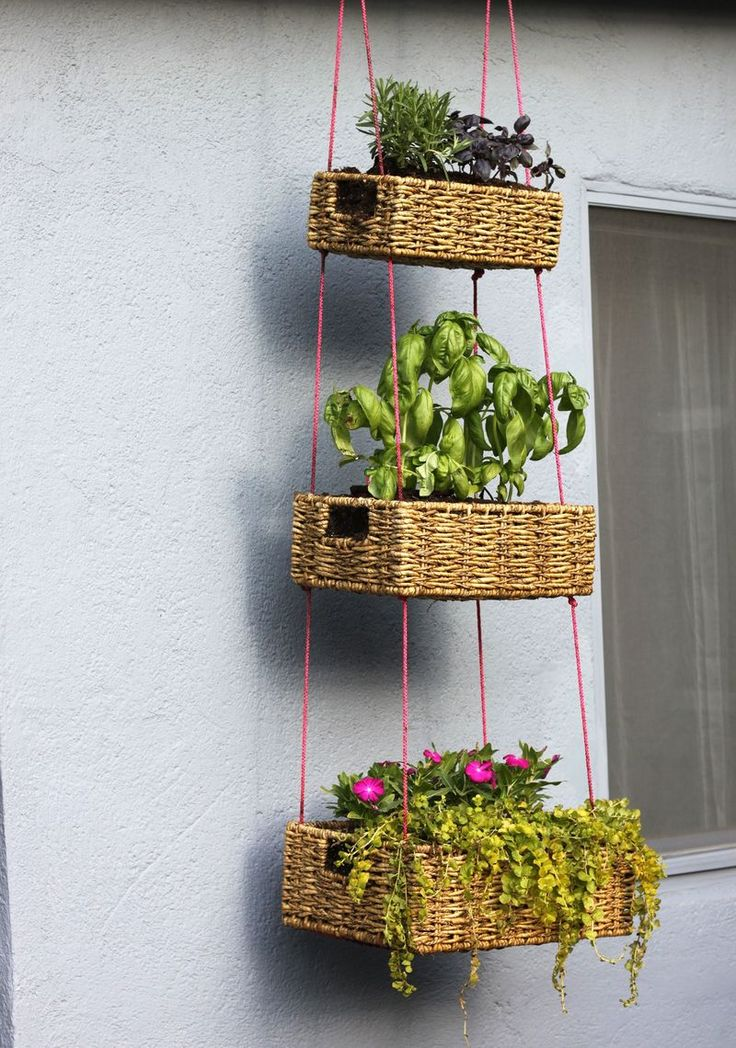 Hanging Basket Garden DIY: Ideas, Baskets Gardens, Plants, Herbs Gardens, Gardens Diy, Hanging Planters, Diy Projects, Hanging Baskets, Hanging Gardens
