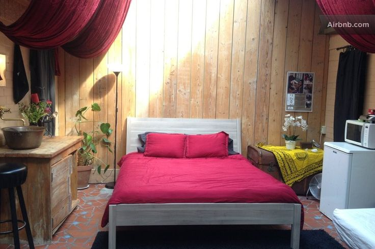 Backroom Amsterdam on Airbnb with the new bed!