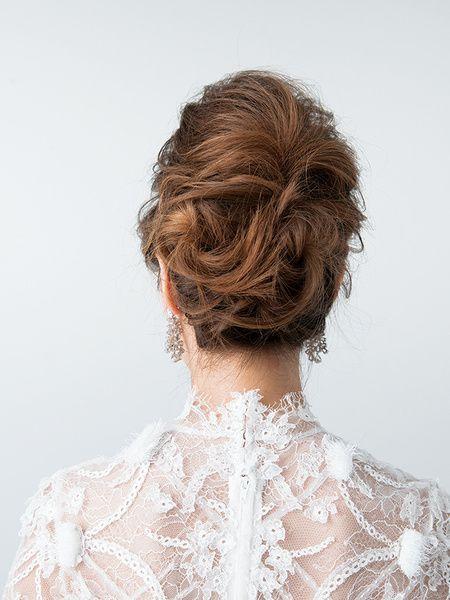 ティアラ+ベールの王道スタイルは格式のある会場にもぴったり/Back