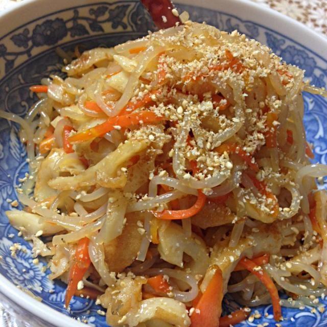 糸こんにゃくと、竹輪の炒め煮です。 甘辛く味付けすると、すぐ無くなります(^ω^) - 33件のもぐもぐ - こんにゃくの炒め煮〜 by poyon