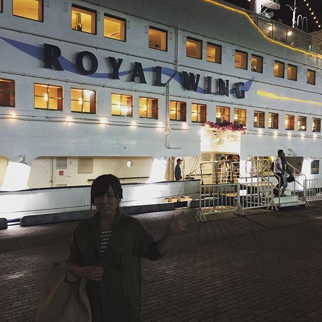 Instagram【ntk0525】さんの写真をピンしています。 《#横浜 #大さん橋 #大桟橋 #ロイヤルウイング #ディナークルーズ #クルージング #夜景 #みなとみらい #赤レンガ #ワールドポーターズ #クイーンズスクエア #バイキング #中華 #中華料理 #2年 #サンデッキ #海 #バルーンアート  2年経ったから横浜行って来た😁 ディナークルーズでいつもとは違う雰囲気で楽しかった⛴✨》