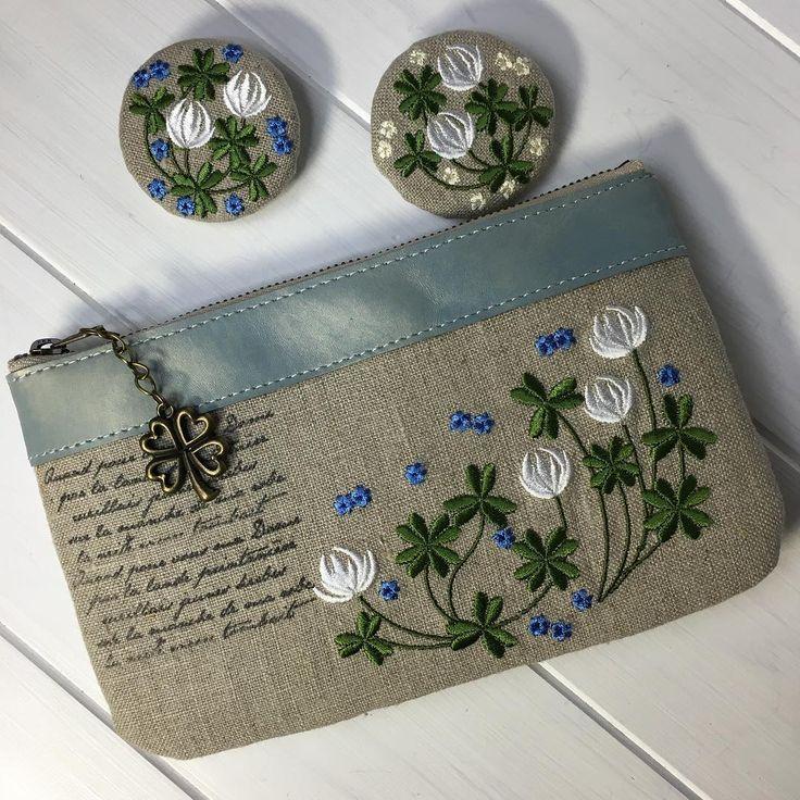 春から、初夏へ。 クローバーは、これからよ。#刺繍 #embroidery #ブローチ #broach #がま口#クローバー#シロツメクサ ベーシックな、リネン。
