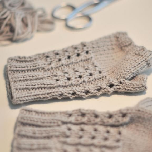 Un tuto pour garder ses petites mains au chaud : les mitaines tricotées maison   Filoute