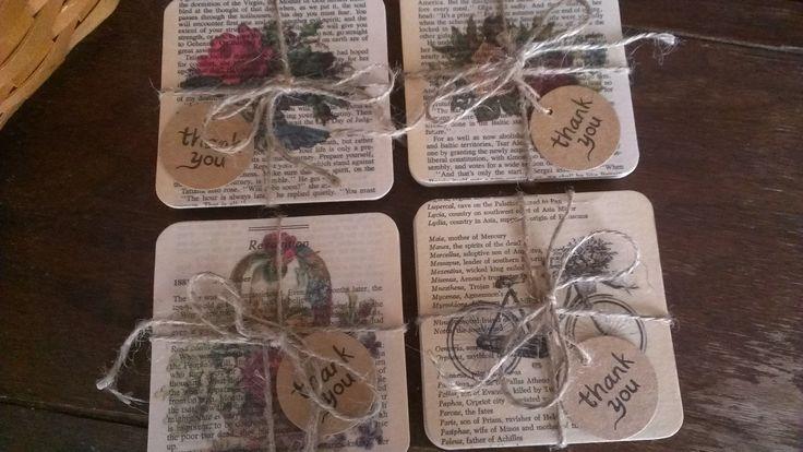 Untersetzer aus alten Buchseiten und schönen selbstgedruckten Motiven.