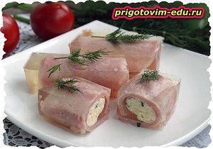 Рулетики из ветчины с сыром с помидорами
