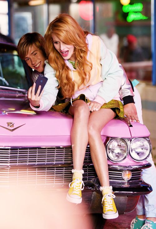 Bella Thorne und Zendaya sexy