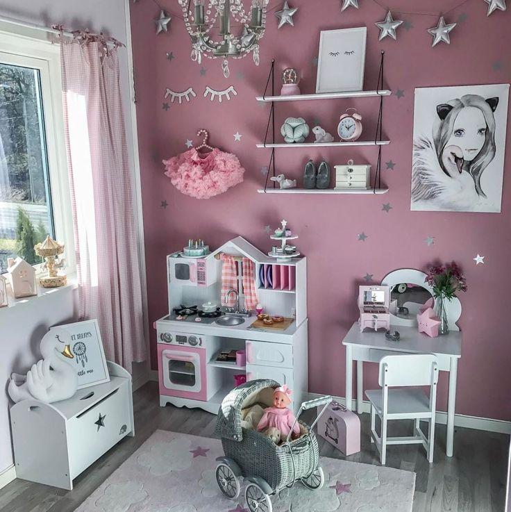 Нам кажется, мы нашли комнату мечты Здесь есть все, что так любят маленькие леди __________________________________________________ Фото @madelen88 #интерьер_royaldream  #royaldream #вседлясна #детскаяпостель #детскийсон #постелька #babybedding #nurserydecor #nursey #babyshop #babyshower #kidsdecor #babyboy #babygirl #kidsinterior #newborn #kidsmood #kidsroom #kidstagram #kids #instagram_kids #instakids #instamama #interiordecor #interiordecorating #interiordecoration #kidsroom #kidsbedroom…