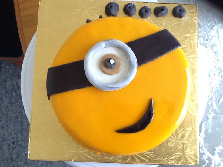 Kobes' 5th bday cake for daycare. Minions 25 November 2015