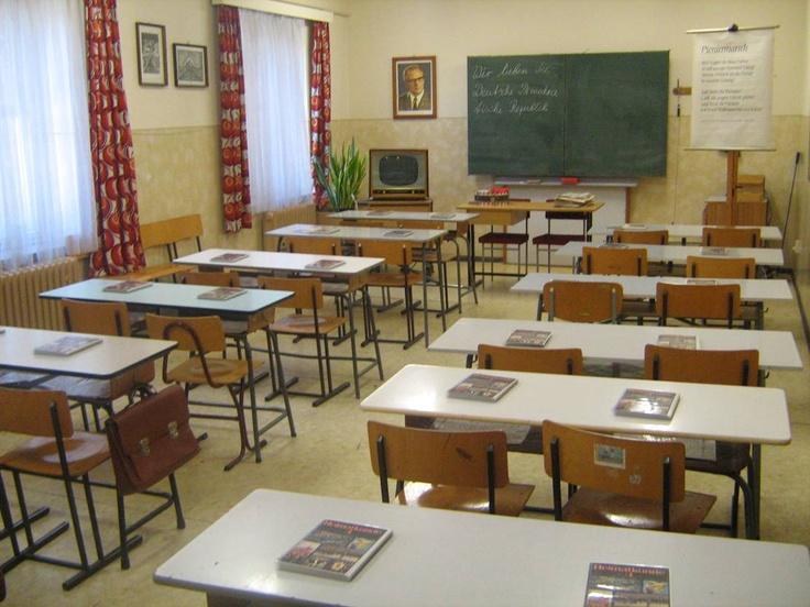 Unser DDR-Klassenzimmer. Our DDR school room. Es ist keine kommerzielle Nutzung des Bildes erlaubt. But feel free to repin it!