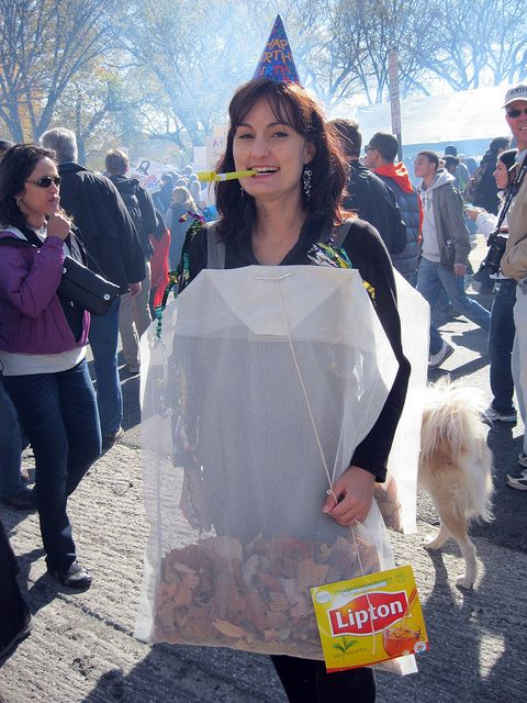 Easy and office appropriate costume-teabag