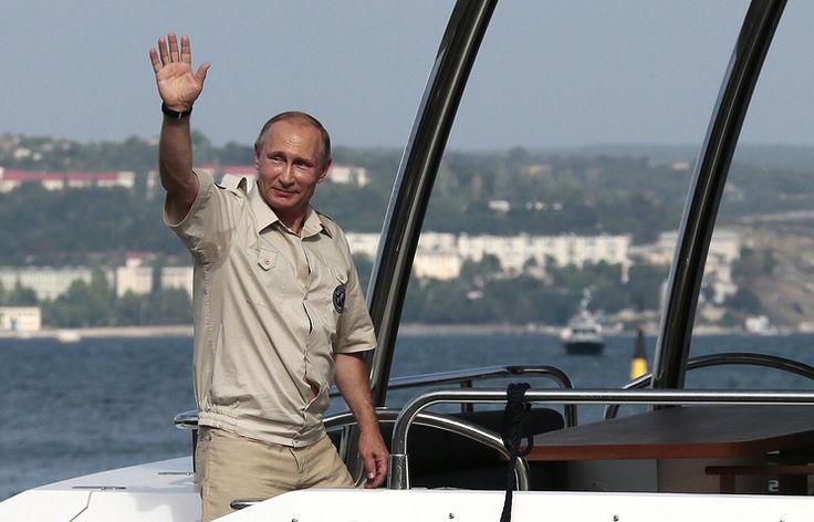 Крымчане хотят поставить памятник Путину в честь возвращения Крыма в Россию   17 октября, 16:46   http://tass.ru/obschestvo/3711046