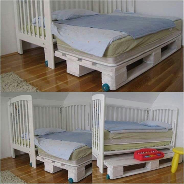 Bebe devient grand usez d une palette pour agrandir le lit id es ing nieuses pour b b s et - Lit bebe palette ...