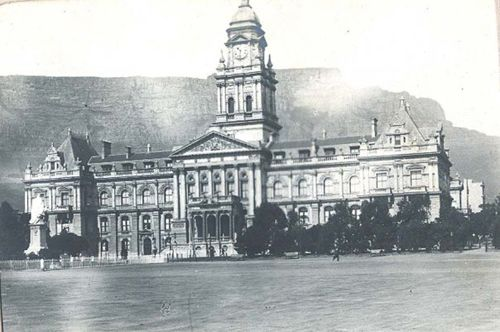 Cape Town City Hall in 1800s before the Anglo Boer War.