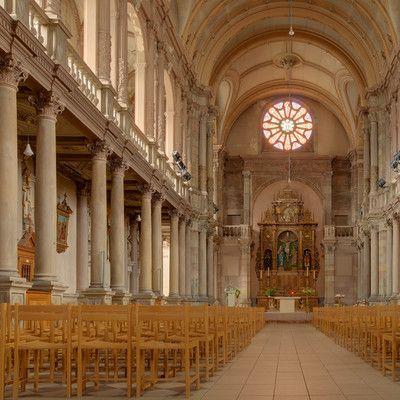 Яка країна в Європі є найменш релігійною? Чехія! Чехія є третьою найбільш атеїстичною країною в світі - після Китаю і Японії. 76% чехів не ідентифікують себе з будь-якою конкретною релігією, хоча деякі з них визнають, що існує вища сила, яка керує людськими долями.