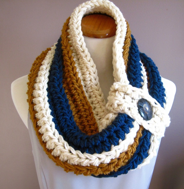 Chunky Bulky Button Crochet Cowl, no instructions
