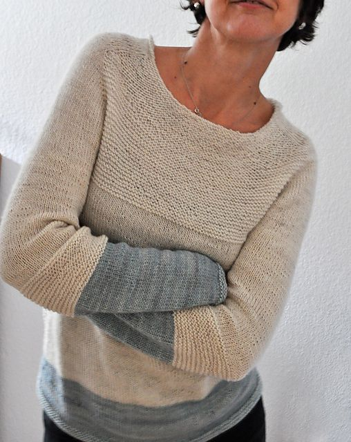I love the garter details and the color placement. This is her own pattern, but these lovely details could be added to any favorite sweater. Ravelry: fallmasche's Antler