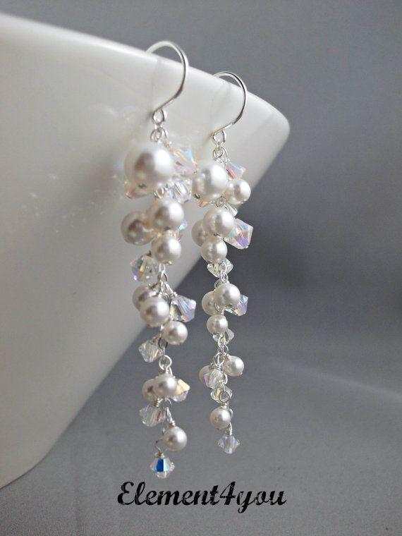 Eine atemberaubende Braut Ohrringe mit allen Swarovski Perlen und Swarovski-Kristallen AB in einem schönen kaskadierende Cluster-Tropfen.  Alle verwendeten Materialien sind massiv Sterling-silber.  Gesamtlänge misst ca. 3 lange einschließlich der Sterling silber Ohr Drähte.  Erhältlich in weiß oder Elfenbein-Perlen Swarovski.  In klaren Kristalle oder Kristall AB. Bitte angeben Ihrer Präferenz-St Auschecken.  Link zur passenden Armband:  Fragen, kontaktieren Sie mich unter e-Mail…