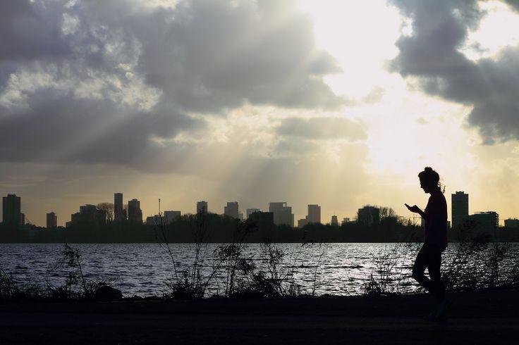Prachtig uitzicht over de Kralingse Plas. Het park is gelegen midden in Rotterdam, The Netherlands.