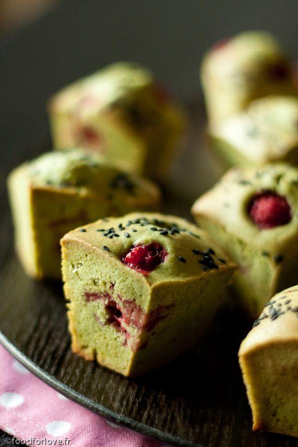 Muffins thé matcha framboises sésame noir.