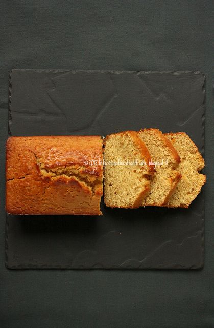 Cake al farro, arance e mandorle (senza uova, senza grassi) by Una finestra di fronte, via Flickr