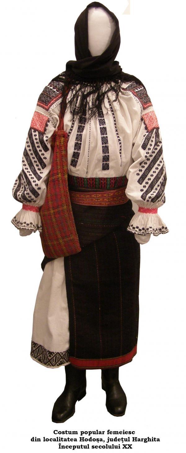 Costum traditional romanesc din Hodosa jud Harghita