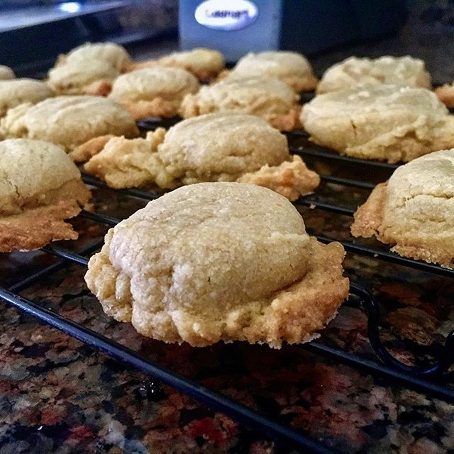 Looking for something easy to make? Try these BROWN SUGAR SHORTBREAD PUFFS. 1 cup firmly packed brown sugar 1 1/4 cup butter softened 1 teaspoon vanilla 2 1/4 cups all purpose flour Heat oven to 350F. Beat together brown sugar and margarine till fluffy. Add in the vanilla and egg yolk; make sure to blend well. Add flour; stir till mixture is a smooth consistency. Bake for 10-15 minutes and enjoy.