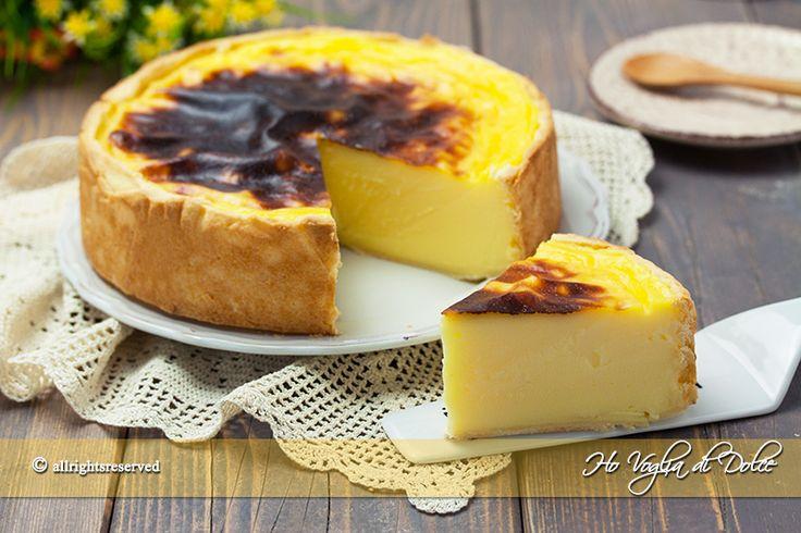 Oggi vi porto in Francia per farvi conoscere un dolce semplicissimo ma così buono: Il Flan parisien o flan pâtissier. Lo conoscete? Se siete stati a Parigi sicuramente l'avrete notato tra le vetrine d