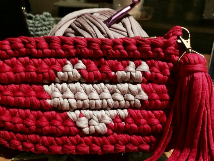 El Joyero de Marivi.: Clutch de trapillo con corazón tapestry