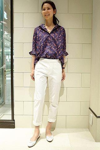 抜け感のある小花柄シャツにの遊び♡ 〜きれいめカジュアル系タイプのファッション スタイルのアイデア コーデ〜