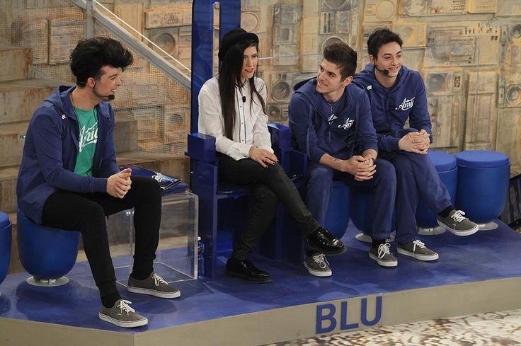 Un altro membro nella squadra blu :) Ed ecco che abbiamo i The Kolors (con Stash), Elisa, Giorgio e Luca ;)