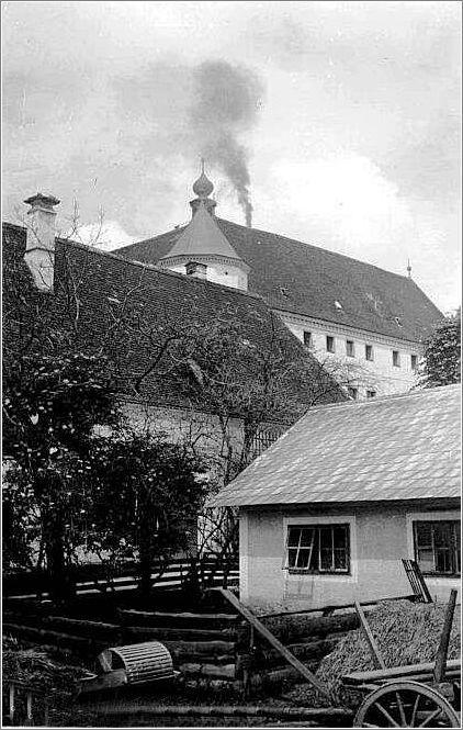 Crematorium belches smoke at hartheim