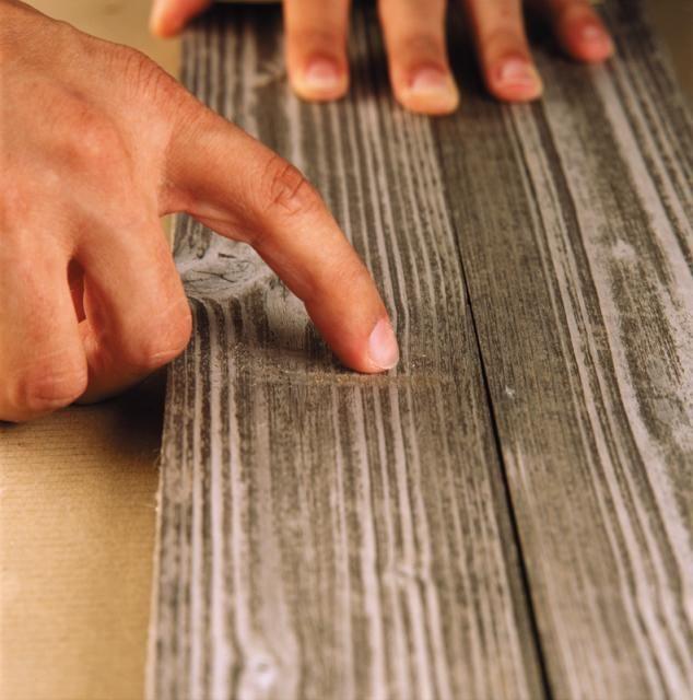 graffi sul legno