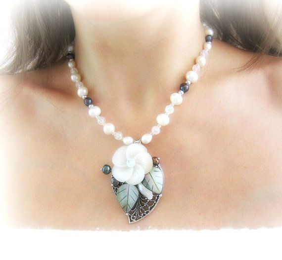 Pearl floral necklace mother of pearl flower by MalinaCapricciosa