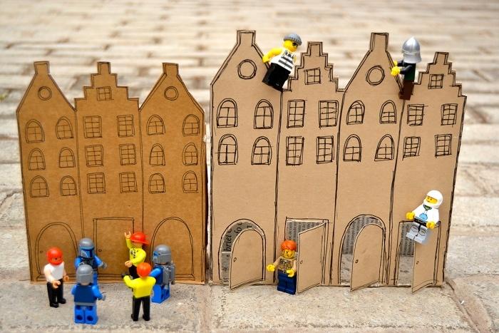 Casa hecha con cajas de cartón: Crafts With, Box Of, Toy, Cardboard, Play, With Box, Macarena Bilbao, Made With, Cartón Diy