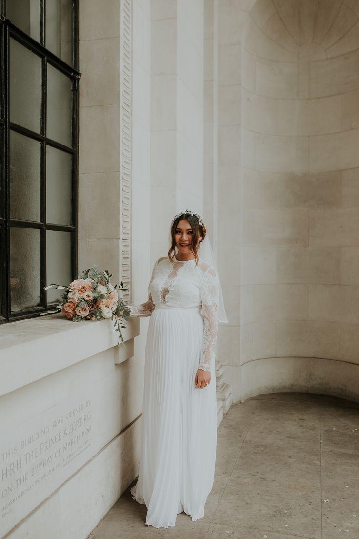 Wedding Dress Inspo Wedding Dress With Veil Celebrity Wedding Dresses Wedding Dresses Simple [ 1104 x 736 Pixel ]