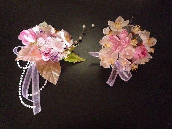 親子ペアの桜のコサージュです。 2枚目3枚目大人用、4枚目は子供用です♪ ☆大人用は、ソメイヨシノと八重の桜  桜ピック(パープル、クリア)  ピンクのファ...|ハンドメイド、手作り、手仕事品の通販・販売・購入ならCreema。