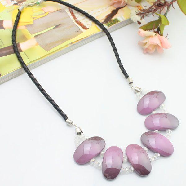 Cordon en cuir violet + acrylique + collier en cristal