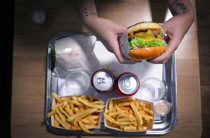 Restaurant B&M, 82, avenue Parmentier Paris 75011. Envie : Burgers, Lèche-doigts. Les plus : Ouvert le dimanche, Ouvert le lundi, Take-away, Kid fr...