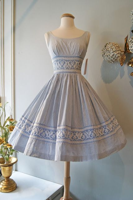 1950's Seersucker Day Dress. This dress has it all.....