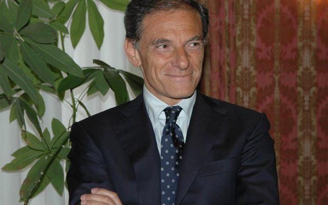 Ben prima della sospensione notificata al sindaco de Magistris dal prefetto Musolino in base a quanto stabilito dalla legge Severino, Gianni Lettieri ha chiesto le sue dimissioni come gesto di dignità e coraggio.