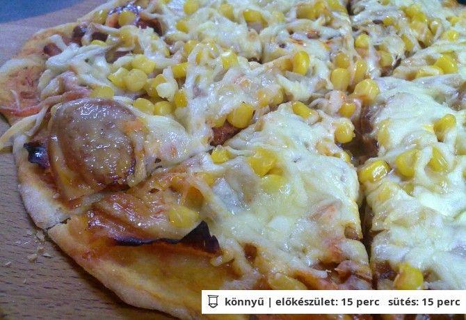 Gyors bögrés pizzatészta (én 3 bögre lisztből csináltam, és így sikerült összehozni 4 db kb. 25 cm átmérőjű pizzát)