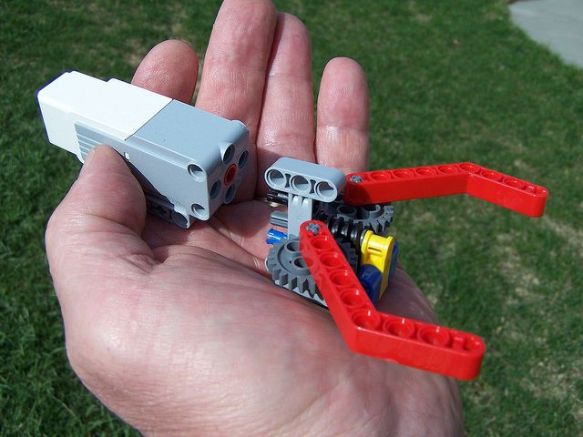 Simple Lego Grabber Claw/Gripper | Flickr - Photo Sharing!