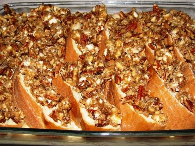 Baked Praline French Toast by Paula Deen: Deen Pecans, Pecans Pralines, Christmas Mornings Breakfast, Baked French Toast, Pralines French, Pralines Baking, French Toast Casseroles, Baking Pralines, Baking French Toast